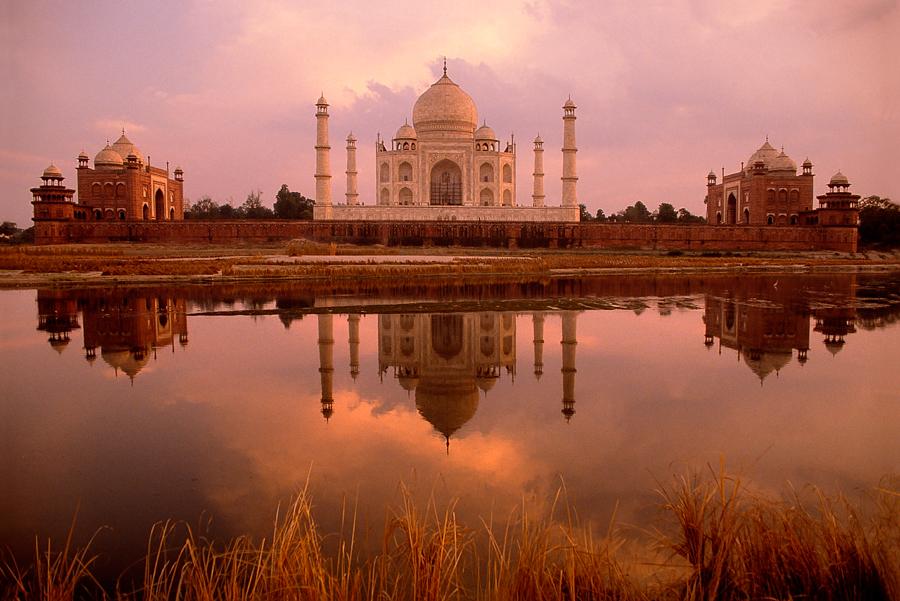 900.057. Taj, River view.jpg