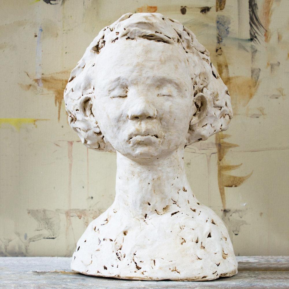 Kirsty (26x18cm. Stoneware Clay.)