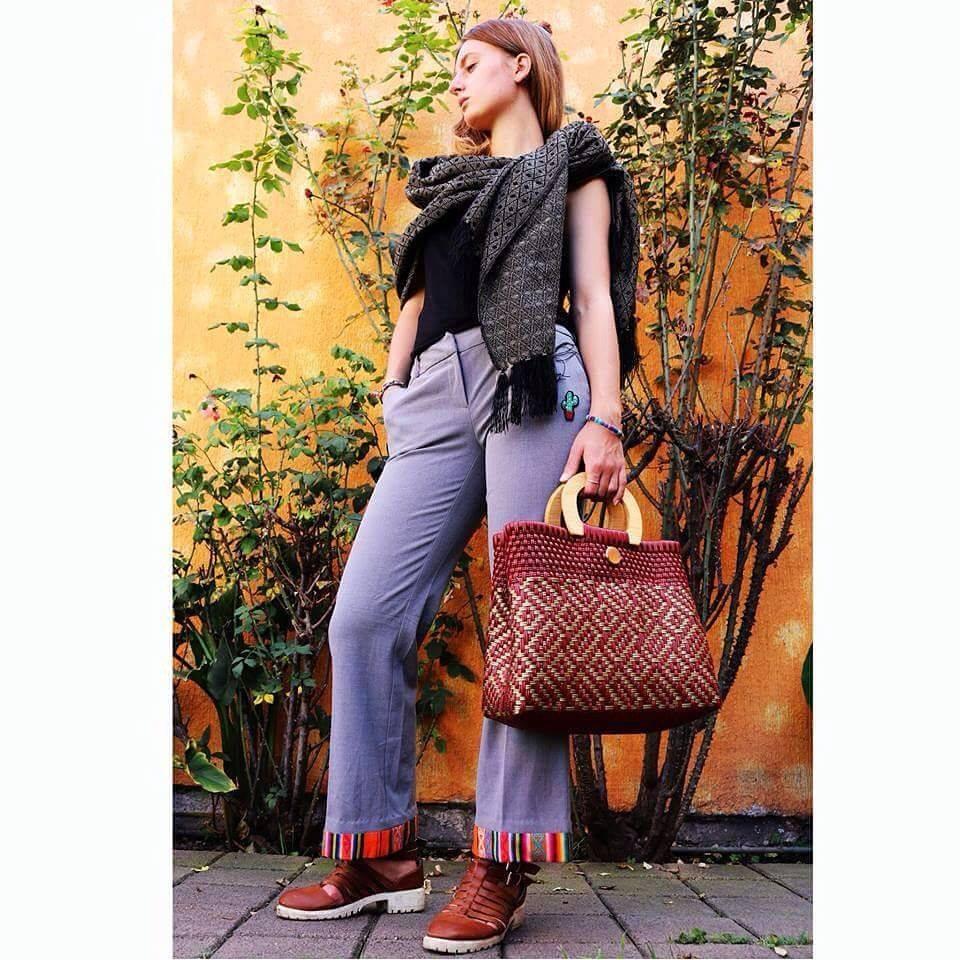 MESHICA DF: rebozo, jeans avec broderie traditionelle mexicaine, sac à main, bracelet