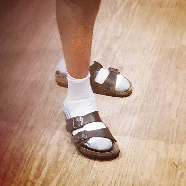 What's wrong with white socks and sandals?? It's my mission to bring it back into #vogue #whitesocks #sandals #fashion #cool #oleskool #retro