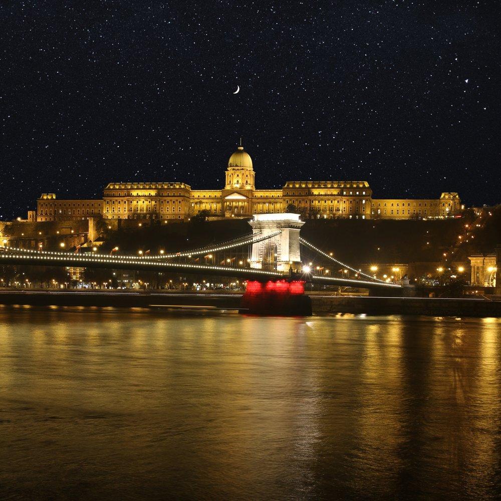 Budapest Chain Bridge.jpg