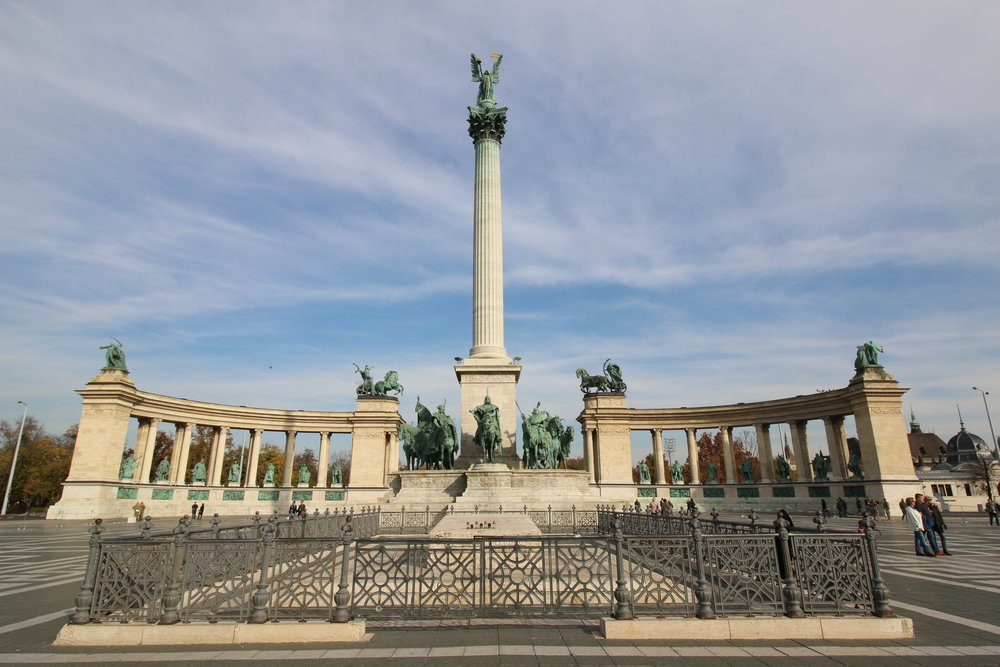 heroes square budapest.jpg