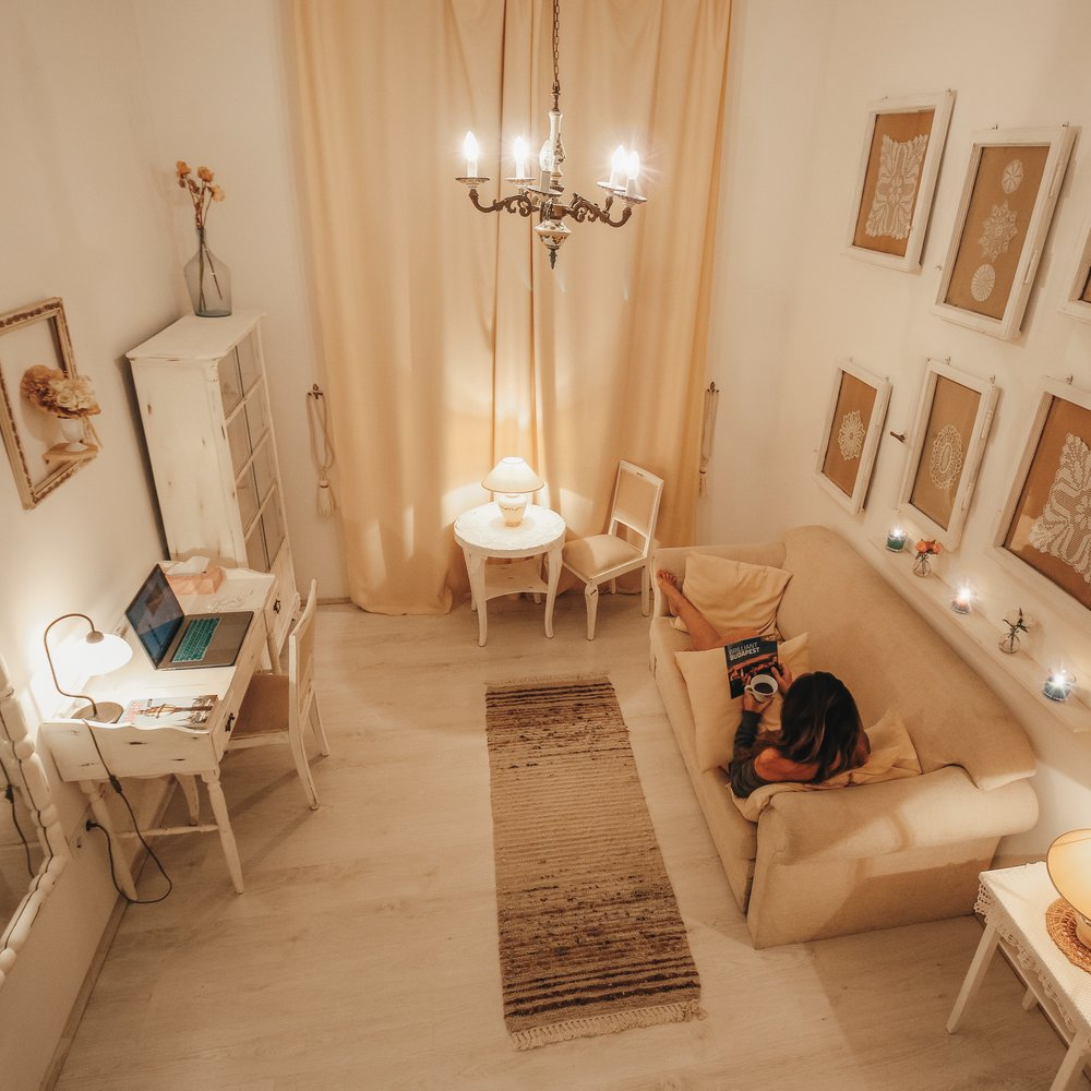 airbnb budapest.jpg