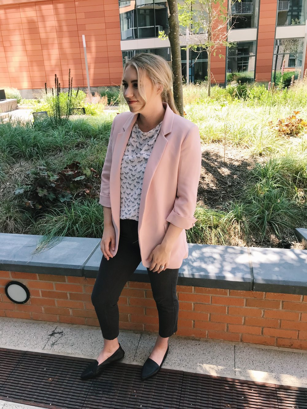 Zara blazer -  here  / Old Navy pants -  here  / H&M top - ( similar ) / Black flats - ( similar , I actually have these H&M loafers as well!)