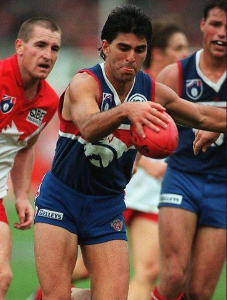 Jose playing footy for the Western Bulldogs. Photo © australianfootball.com