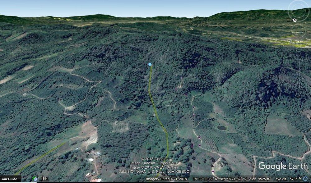 Toma de Agua Dulce con las tomas de las otras comunidades en el otro lado de la montaña. El punto azul es un indicador que representa la toma de Agua Dulce
