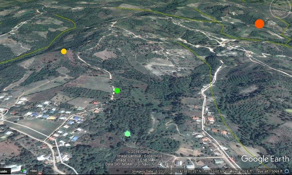 El mapa de la comunidad. El punto azul es la toma del proyecto #1. El punto verde es al tanque de 22mil y amarillo es el tanque de 30,000. El punto naranjo es la otra toma de 30 casas de proyecto #2