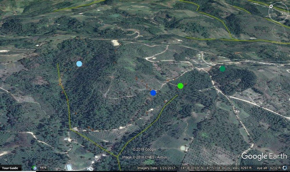 Los puntos azules son las tomas de agua y verdes son los tanques y la cisterna