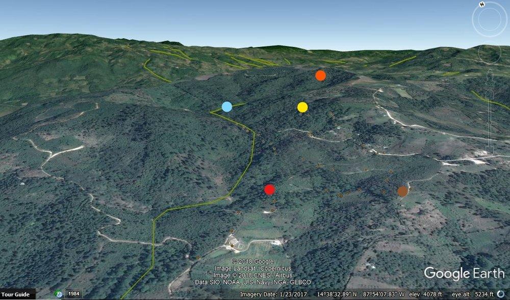 Los puntos es una toma an la montaña de El Socorro. El punto amarillo es la toma de la comunidad y y el cafe es el tanque del proyecto con el poso. Los puntos azul, rojo y naranja son tomas más pequeñas de la comunidad.