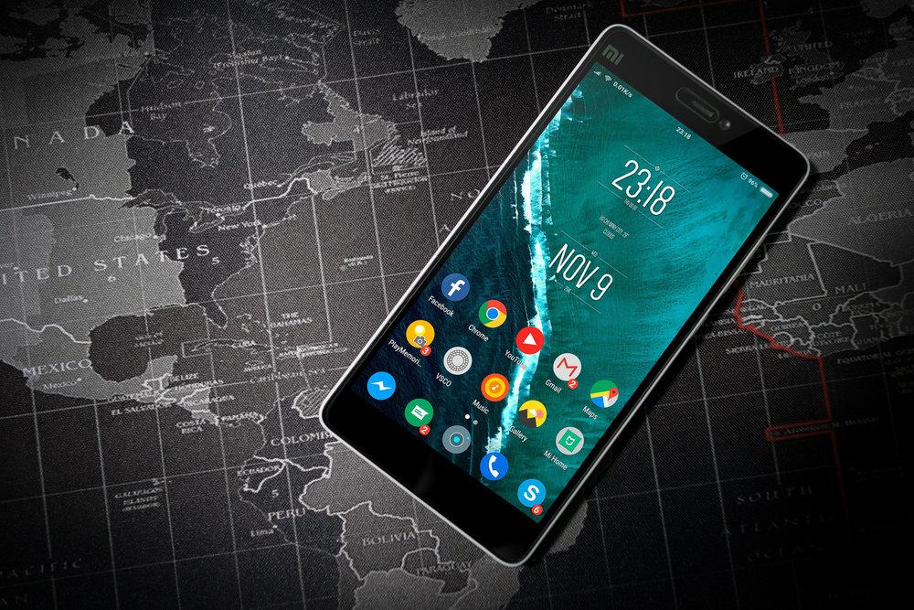 Telefoon & internet - In Jakoetsk heb je goed bereik, zowel voor telefoon als voor 4G. De kosten hiervan hangen af van je provider en zijn veelal aanzienlijk.Wij nemen een hotspot mee waarmee je via WiFi verbinding kan krijgen, dat is een gratis service van ons. Zo heb je internet onderweg (alleen Jakoetsk en omgeving en elders op een enkele plaats)We vragen je dan wel alle automatische updates van apps en foto's naar cloud-diensten uit te zetten.Het is dan ook vaak mogelijk om via internet te bellen, maar ook hier vragen we je dan om de video uit te zetten.