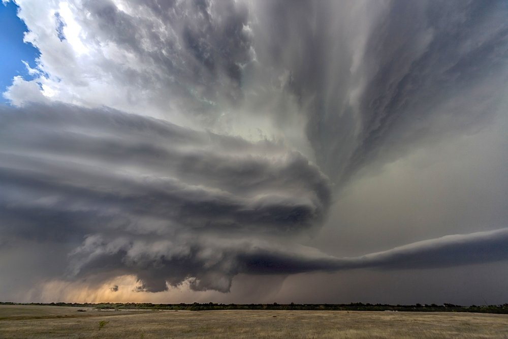 Motherships - Er is veel jargon in Storm Chasing. Het 'mothership' wordt vaak gebruikt om de spectaculaire wolkenformaties te beschrijven die vaak voorkomen in supercells. Turken (turkeys) zijn snel ophoogschietende wolkenkolommen.