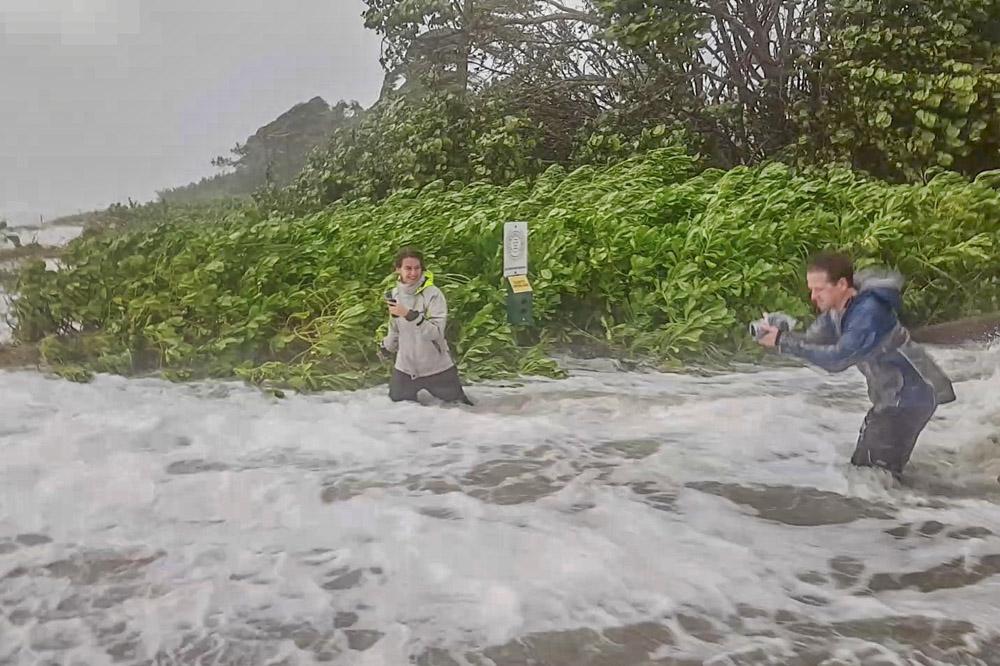 Dag 5 (Amerika) of dag 6 (Azië) - Is een reservedag indien de orkaan later komt dat eerst gedacht. Anders rusten we de hele dag uit, bij voorkeur in een comfortabel hotel met zwembad.