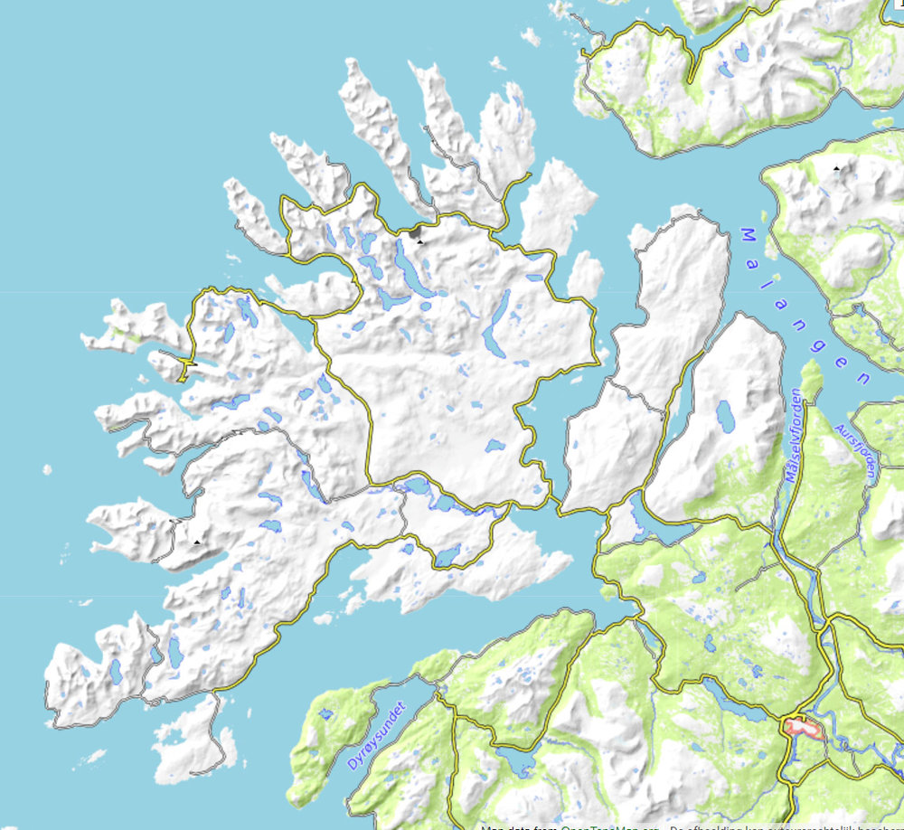 Het weer bepaald ! - De combinatie van onze meterologisch inzicht en kennis van het gebied geeft ons meer kansen op moeilijke dagen met wolkenvelden. We maken gebruik van satellietbeelden, radar en weermodellen zodat we de beste keuze maken.Senja is een eiland ten noorden van de Lofoten en op een kleine twee uur rijden vanaf Tromsø. Senja heeft talloze fjorden en baaien. Het binnenland is bezaaid met bergen tussen de 500 en 1000 meter hoogte. En er zijn honderden kleine en grotere meren in het binnenland. Ideaal voor het vinden van mooie plekken voor het aanschouwen van noorderlicht. Bovendien zorgt de ingewikkelde topografie voor gebieden met meer en minder kans op bewolking afhankelijk van de weersituatie en windrichting.bron: opentopo.org