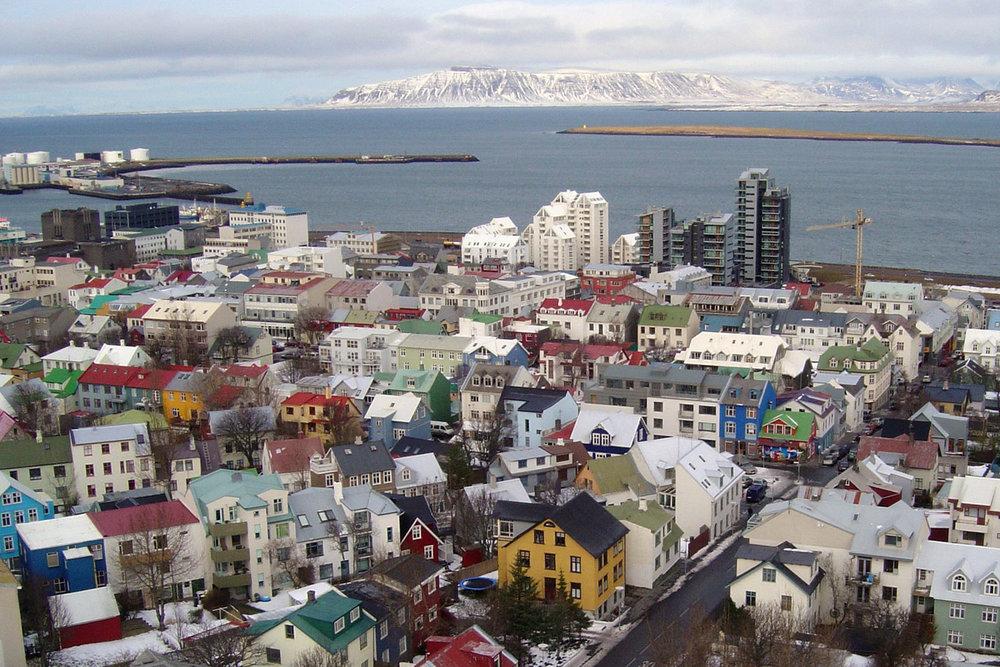 Woensdag 6 maart - vlucht naar IJsland - Overdag vliegen we van Tromsø via Oslo naar Reykjavik. Onze bestemming op IJsland van deze dag hangt af van het weer. Lees hieronder meer over onze strategie om jou op de beste plek te krijgen voor het spotten van de Aurora Borealis!Overnachting: nader te bepalen