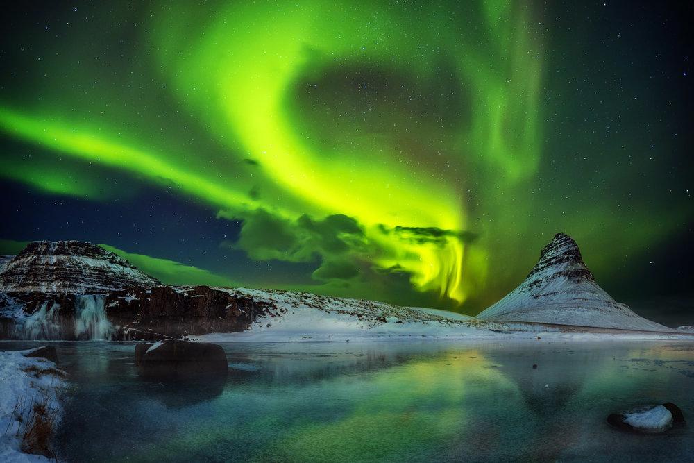 Zaterdag 9 maart - IJsland - Overnachting: nader te bepalenDe berg Kirkjufell ligt er fraai bij op het Snæfellsnes schiereiland, in het westen van IJsland