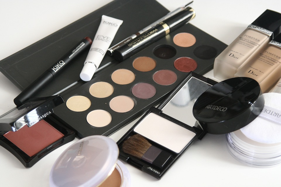 cosmetics-1063134_960_720.jpg