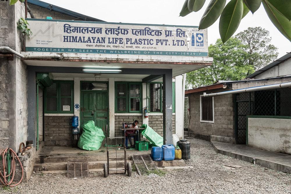 Der Eingang der Himalayan Life Plastic PVT. LTD.