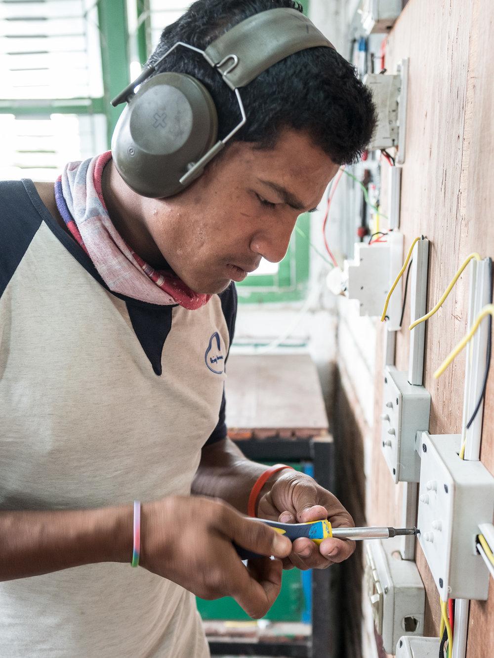 Unsere Strategie und Arbeitsweise - Wir verfolgen eine zweigleisige Strategie für Schutz, Förderung und Bildung von Kindern im Himalaya:1. Sozial-ökonomisch ausgegrenzte Kinder, wie Strassenkinder, Kinder von Arbeitsmigranten, verlassene und vernachlässigte Kinder, erhalten ganzheitliche Versorgung.2. Kindern aus allen sozial-ökonomischen Schichten werden durch Erlebnispädagogik und Sportprogramme in Schulen und Quartieren umfassend gefördert.In allen Projekten von Himalayan Life wollen wir christliche Werte umsetzen, indem wir// zu nachhaltiger Transformation beitragen// unermüdlich und umfassend für die uns anvertrauten Kinder sorgen// lokale Mitarbeitende fördern und ausbilden// allen Menschen wertschätzend begegnen// engagiert und motiviert arbeiten// zuverlässig und verantwortungsbewusst agieren// Ressourcen weise und zweckgebunden einsetzenMehr Infos über unsere Ziele