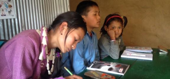 Sujata ist Lehrerin unserer Mini-Schule in Ripaar, Sinduphalchowk
