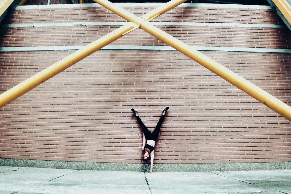 kim-handstand-estadio.jpg
