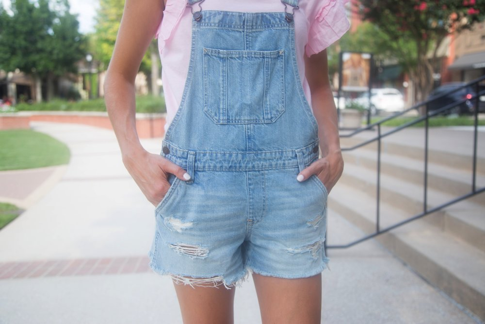 Shortalls. *all the heart eyes* This can easily be one of your most versatile pieces in your closet... Wear it with a t-shirt, a tank top, cropped or off the shoulder shirt or even a bathing suit! When the weather starts to cool down I will still be able to wear it into the fall by pairing it with a long sleeve and close-toed shoes.