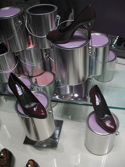 nicholas-konert-botticelli-shoes-direction-display-01.jpg