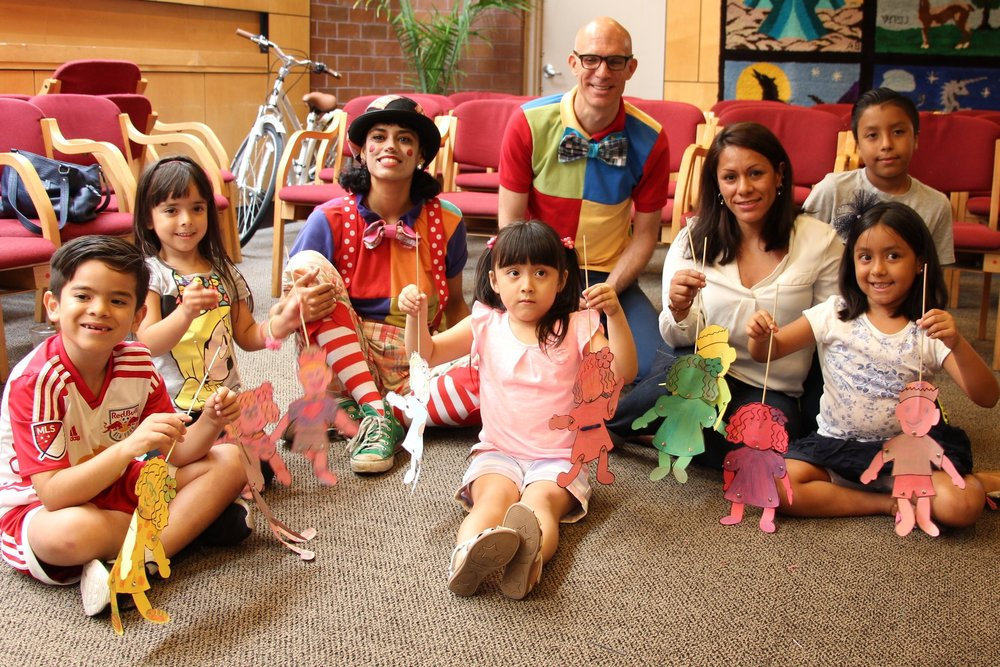 After the show in July, puppeteer Daisy from Teatro SEA led a workshop and kids made their own paper-and-butterfly-pin puppets! July 2017.