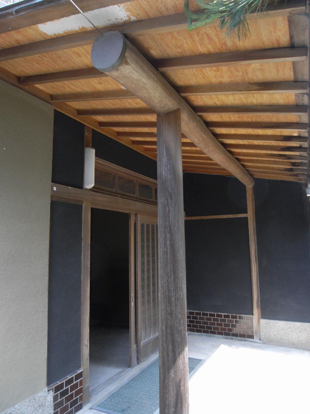 工事前玄関