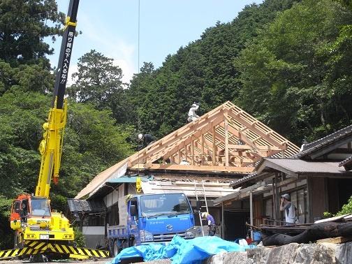 葺き替え工事中屋根