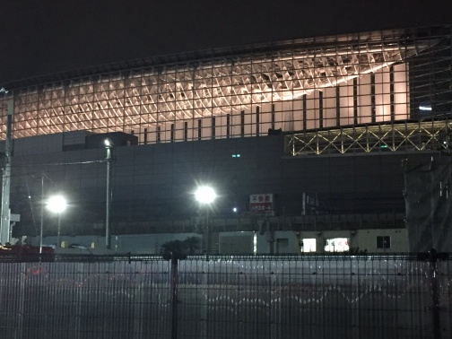 夜の東京国際フォーラム