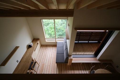 高台の景色を生かしたピアノ教室のある家