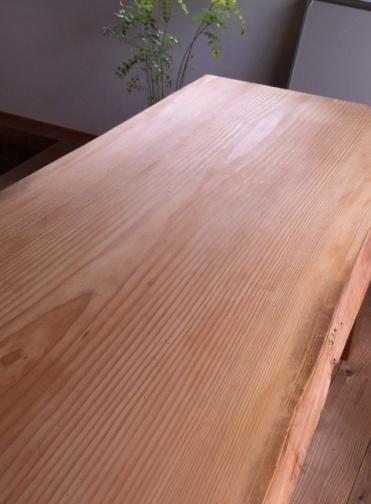 オイル塗装が完了したテーブル