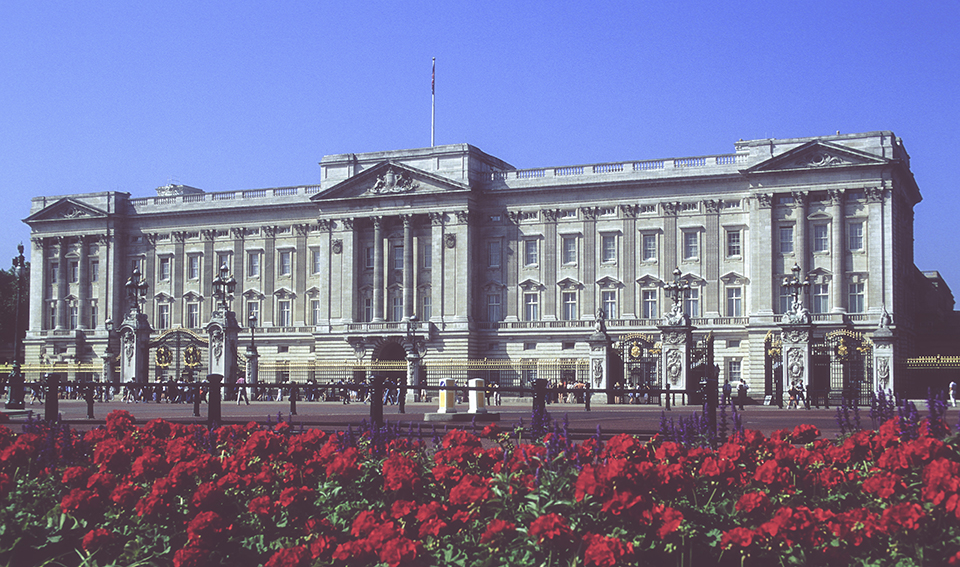 Buchingham Palace - wide shot London. 1999_LP.jpg