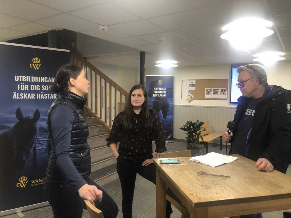 Joanna och Louise blir intervjuade till P4 Jämtland