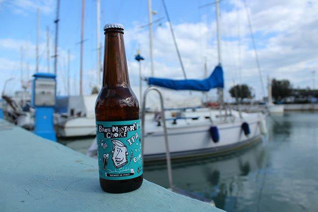 ⛴Tutti al mare! Questo fine settimana una gita in barca, il sole, la fresca brezza novembrina, un cartoccio di pesce fritto e la #ipa per godere a pieno la giornata. 🌤 . . . #brewmasterschoice #brewmasterschoiceipa #indiapaleale #paleale #italianbeer #madeinitaly #riccione #drinkbeer #instabeer #beerstagram #beertography #bier #apa #birra #birraitaliana #italian #italianstyle #brewer