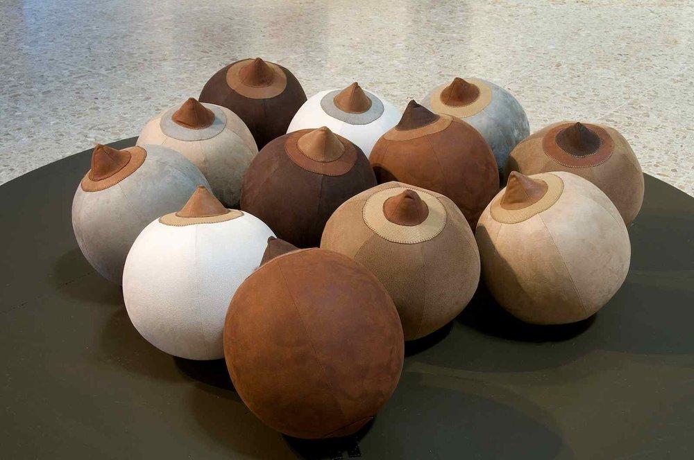 """Raquel Paiewonsky Bitch Balls (2008) Beach balls lined in microfiber 20 """" diameter each (50cm Durchmesser)"""