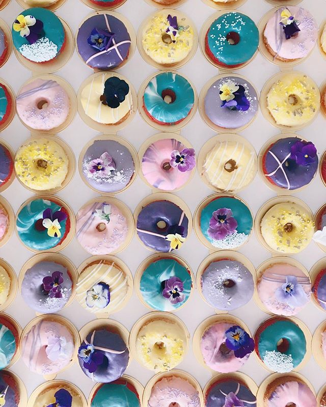 Spring in Melbourne is so far a little gloomy. I've included some cool tone for my donut palette for @_mimco celebrating spring racing carnival tomorrow at @highpointofficial and Saturday at @westfielddoncaster . Enjoy! 🌸🍩🍬