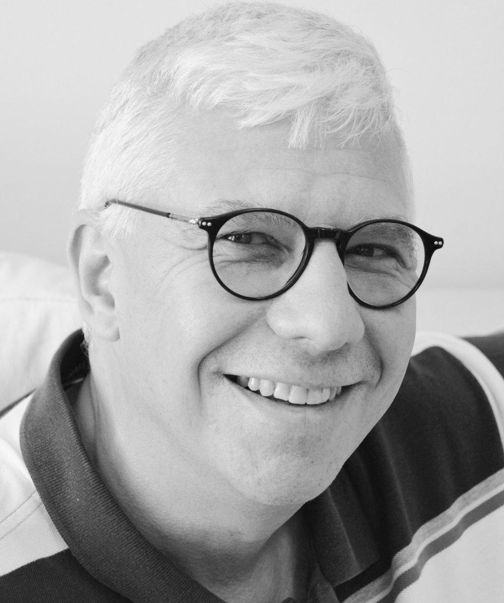 Mario Galli  | Leiter Verkauf | Mitglied der Geschäftsleitung und des Verwaltungsrates    mario@blumengalli.ch  Tel: 044 445 77 20 Fax: 044 445 77 77