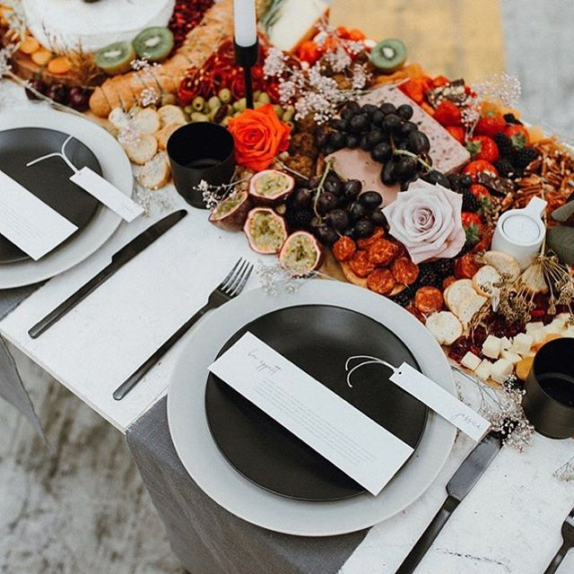 Happy Sunday, Grazers ✨ Here's a shot of one of our beautiful bespoke tables, the perfect choice for your chic & stylish wedding 🙌🏼 #TheGrazeSpot