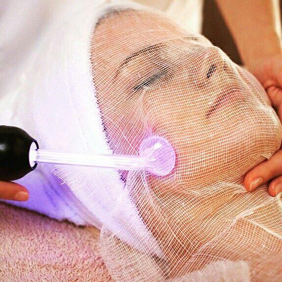 High Frequency Combo Facial   The high frequency combo facial is a skin care treatment used by professionals to help treat and prevent stubborn acne, shrink enlarged pores, reduce the appearance of fine lines and wrinkles, decongest puffy eyes, fade dark eye circles, rejuvenate the condition of the scalp and nourish hair follicles for healthier hair. This Package has no downtime.  In our High Frequency Facial Combo you receive a high frequency facial, Steaming and extraction and an organic Clay Mask.  This Facial can be Great for Aging Skin (red light) and acne prone skin (blue light)   Benifits are…   - Reduces Fine Lines & Wrinkles - Shrinks and Cleans Pores - Reduces & Controls Acne  - Promotes Collagen   $80