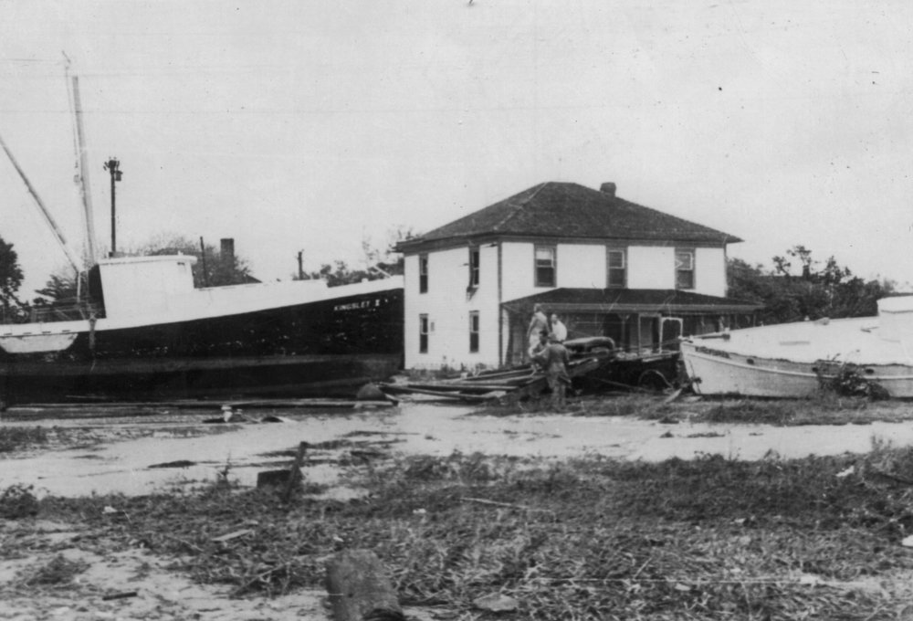 Bertha-ONeal-Historic-Hurricane-Photo-Collection150.jpg