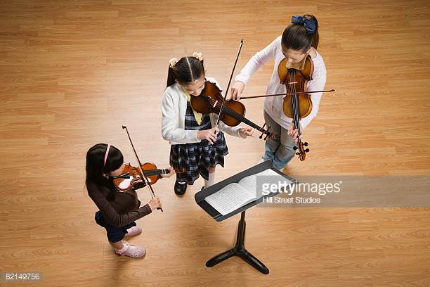 SuzukiStringsPlus+ - Young string players will take part in a weekly group playing class taken with a parent