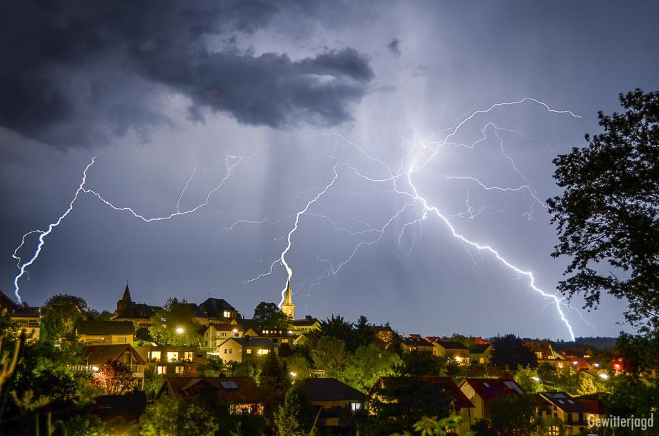Lightning, Lightning & Even more Lightning near Gruenberg (Mid-Germany) It was one of those nights where you just enjoy what you see
