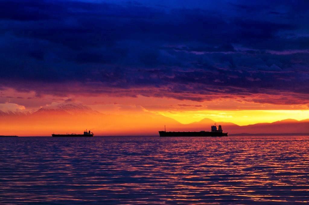 "Extremely Beautiful sunset over Thessaloníki, Greece... ""Like... Alaskan Landscapes"""