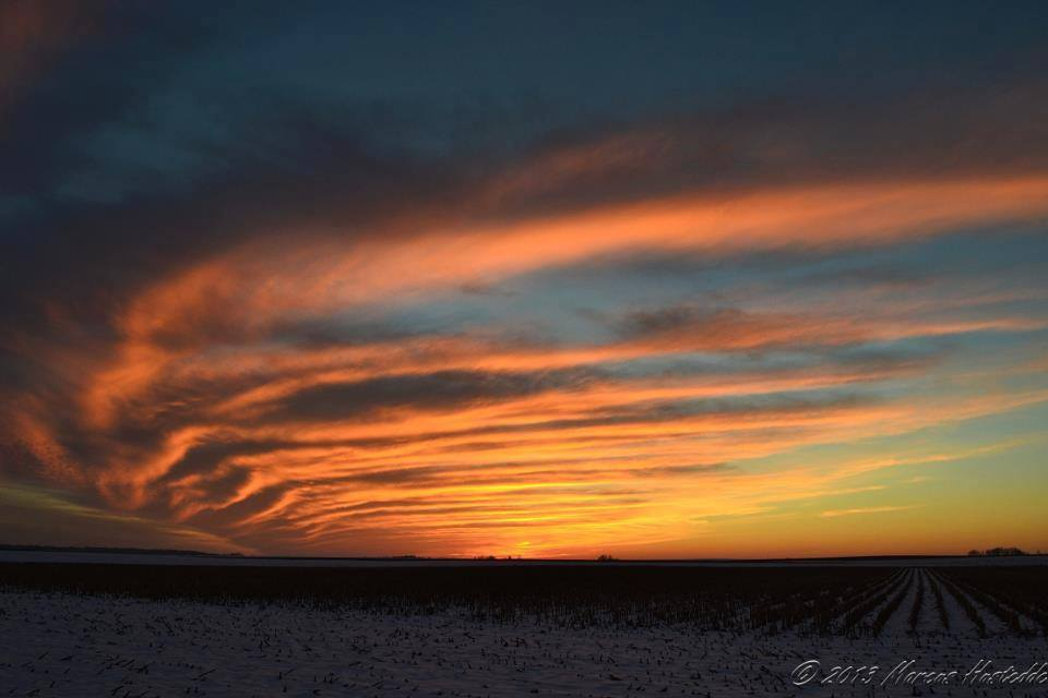 Snowy sunset on January 2, 2013 near Mascoutah, IL. Interesting cirrus formation on the northern edge of an upper level jet streak.