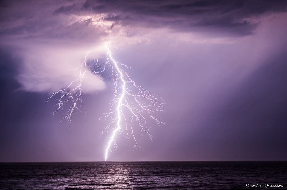 Highly branched cloud to ground lightning and wall cloud on the Atlantic coast close to Bordeaux (France ) , 07/27/2013