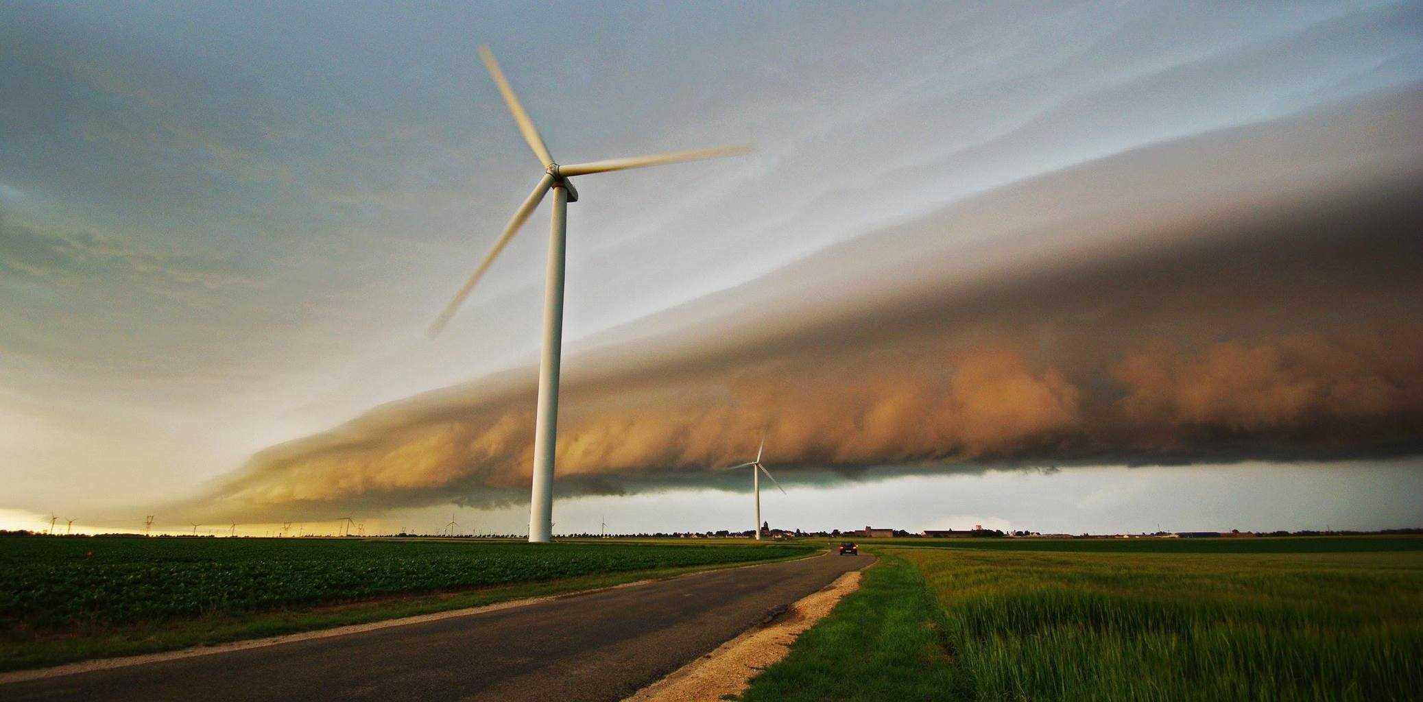 Massive shelfcloud, 17th june 2013, central plains of France.