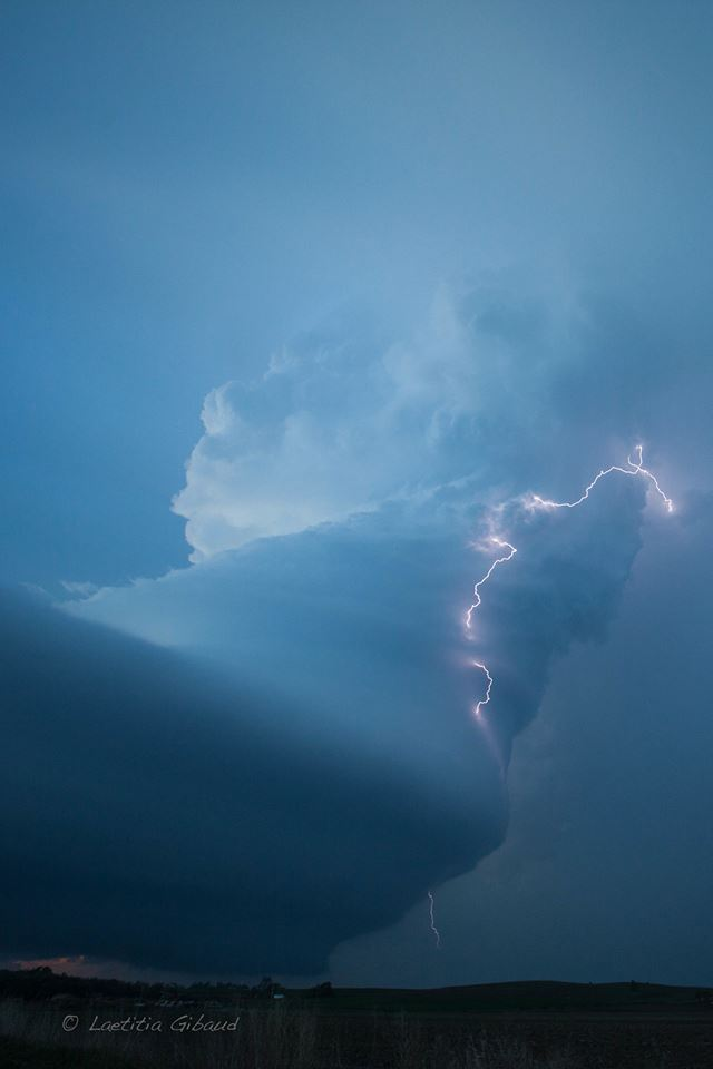Awesome supercell in Nebraska, which was tornado warned during a few hours. May 26th, 2013