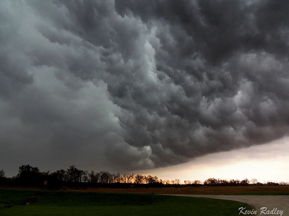 April 27 2014..near Mark Twain lake in Missouri..Previously warned storm rolls over my location like a huge wave.