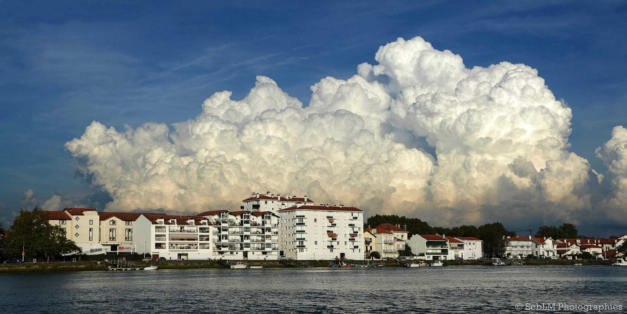 Stormy bubbling seen in Bayonne (French Basque Country), 21 September 2014 / Seblm Photographies.